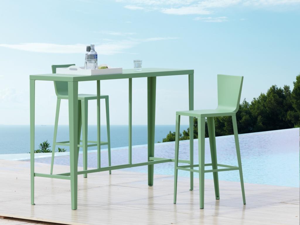 Tavolo alto con sgabelli. di solo disponibile with tavolo alto con